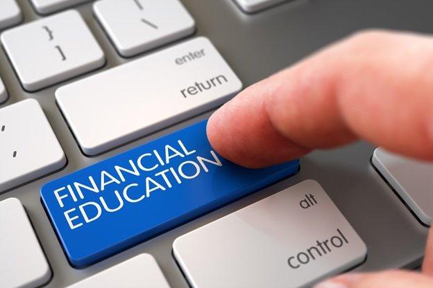 В современных школах не изучается финансовая грамотность, и это является огромным недостатком для всей системы образования.